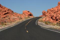 Estrada do deserto do enrolamento Imagem de Stock Royalty Free