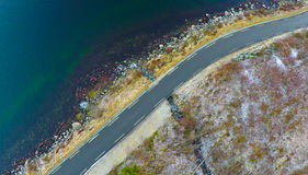 Estrada do inverno pelo oceano Imagem de Stock