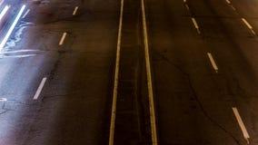 Estrada do lapso de tempo Ideia superior da luz borrada dos faróis do motor filme