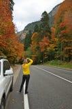 Estrada do outono nas montanhas Fotografia de Stock