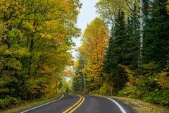 Estrada do outono, península do keweenaw foto de stock