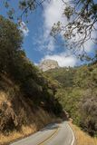 Estrada do parque nacional de Yosemite foto de stock