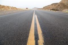 Estrada do Vale da Morte do deserto Fotos de Stock