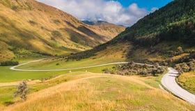 Estrada do vale do enrolamento na maneira ao lago Moke Foto de Stock