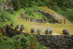 Estrada do ziguezague nas montanhas Imagens de Stock Royalty Free