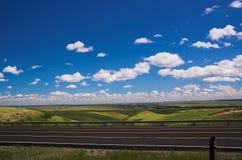 Estrada e céu imagem de stock