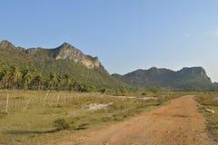 Estrada e céu da montanha Foto de Stock