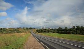 Estrada e igreja Imagens de Stock Royalty Free