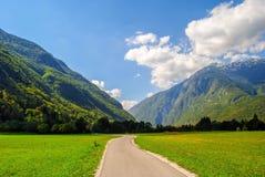 Estrada e montanhas Foto de Stock Royalty Free