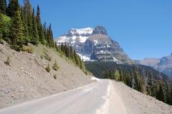 Estrada e montanhas Imagem de Stock