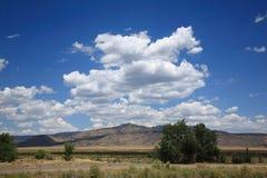 Estrada e montanhas do sudoeste Imagens de Stock