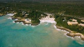 A estrada e o azul ocen Linha da costa foto de stock royalty free
