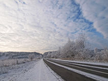 Estrada e o céu Imagens de Stock Royalty Free