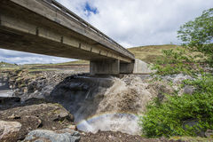 Estrada e ponte do alcatrão do asfalto em Lesoto Imagens de Stock