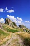 Estrada e rochas do cascalho fotografia de stock royalty free