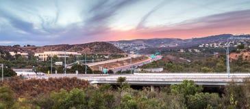 Estrada em Irvine, Califórnia, no por do sol Imagens de Stock Royalty Free