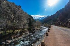 Estrada em montanhas Fotos de Stock