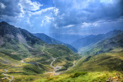 Estrada em montanhas de Pyrenees Imagens de Stock Royalty Free