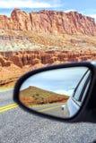 Estrada em um espelho, parque nacional do recife do Capitólio imagem de stock