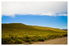 Estrada entre montanhas foto de stock royalty free