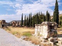 Estrada entre ruínas Fotografia de Stock Royalty Free