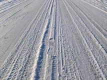 Estrada escorregadiço da neve foto de stock