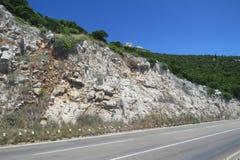 Estrada estreita perigosa em Montenegro Fotografia de Stock