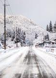 Estrada gelada em Miyama, Kyoto, Japão Imagens de Stock