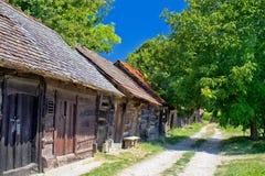 Estrada histórica das casas de campo na Croácia imagens de stock