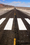Estrada infinita do deserto Fotografia de Stock Royalty Free