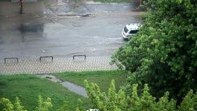 Estrada inundada chuva na cidade filme