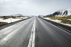 Estrada islandêsa perspetive, paisagem rural Imagens de Stock Royalty Free