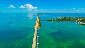 Estrada a Key West sobre as chaves dos mares e das ilhas, Florida, EUA imagens de stock royalty free