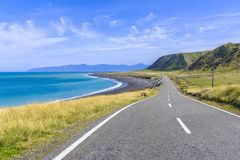 Estrada litoral bonita por uma costa de mar Foto de Stock