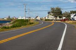 Estrada litoral de enrolamento em Gaspe, Quebeque fotografia de stock