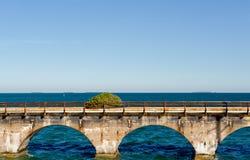 Estrada litoral e oceano foto de stock royalty free