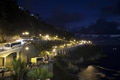 Estrada litoral na noite fotografia de stock royalty free