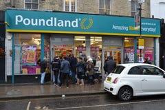 Estrada Londres de Portobello da loja de disconto de Poundland Foto de Stock Royalty Free