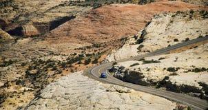 A estrada longa e de enrolamento Foto de Stock Royalty Free