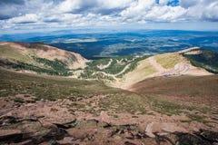 Estrada máxima dos piques na montanha Foto de Stock
