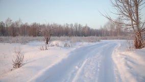 A estrada, manhã adiantada do inverno vídeos de arquivo
