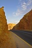 Estrada moderna no deserto antigo Foto de Stock Royalty Free