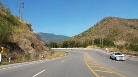 A estrada na extremidade curvada boa imagens de stock