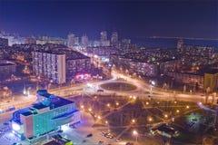 Estrada na noite na cidade moderna Ideia aérea da arquitetura da cidade Fotos de Stock