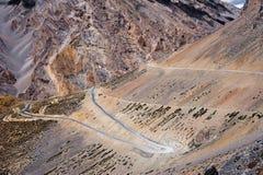 Estrada na paisagem da montanha alta de Himalaya Imagem de Stock