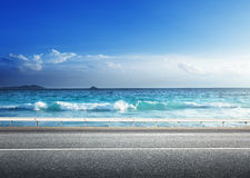 Estrada na praia tropical fotos de stock royalty free