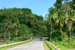 Estrada na selva nas Filipinas imagem de stock royalty free