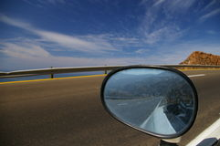 Estrada na vista traseira Imagens de Stock