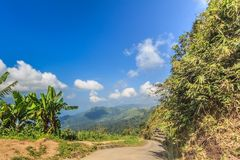 Estrada nas montanhas Fotografia de Stock