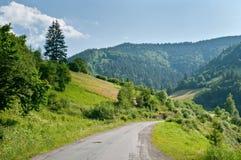 Estrada nas montanhas. imagem de stock royalty free
